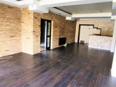 Casa ideala pentru spatiu comercial/birou, 350 mp cu curte si foisor/terasa.