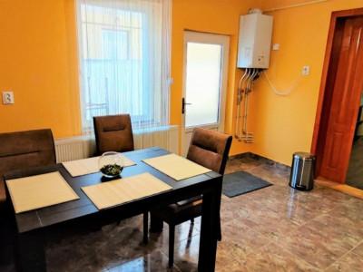 Casa cu curte spatioasa, 66 mp, decomandat, zona str. Horea.