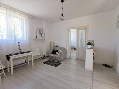 Apartament 2 camere, 40 mp, pod mansardabil, zona Decebal.
