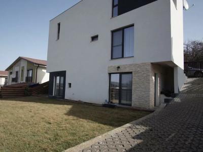 Casa individuala cu gradina in Faget.