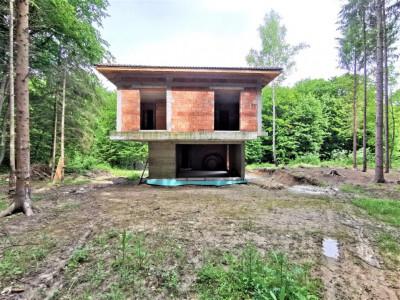 Casa exclusivista langa padure, in Faget.