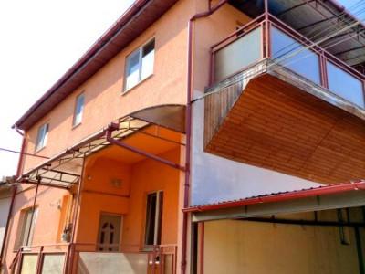 Casa 3 camere, 110 mp, cu 2 garaje, Semicentral