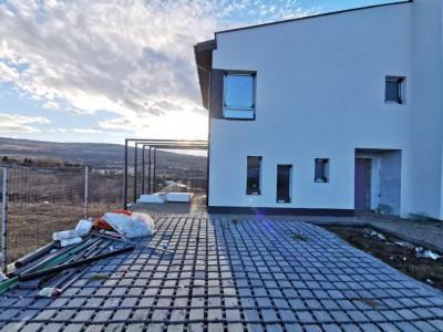 Duplex cu panorama superba pe o strada privata Borhanci