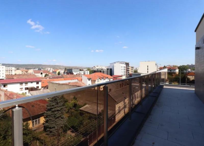 Penthouse deosebit, 4 camere, 100mp + terasa 50mp, Central