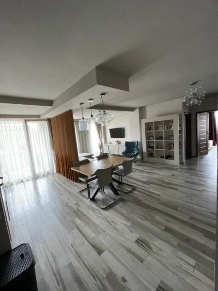 Apartament superb 3 camere terasa si garaj in Riviera Luxury